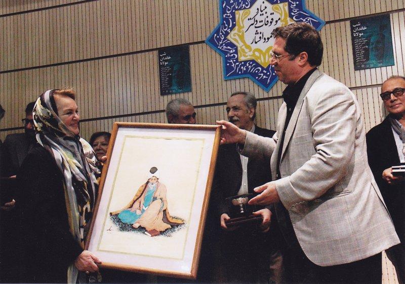 اهدای نقاشی حسین بهزاد به خانم اسین چلبی در شب خاندان مولانا ـ 13 آذر 92