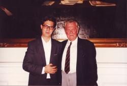 اردیبهشت 1370 ( آوریل 1991) با پروفسور آسموسن رئیس بخش ایرانشناسی در آکادمی علوم دانمارک