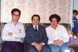 تاجیکستان ـ دوشنبه ـ از راست دکتر احمد کریمی حکاک، دکتر پروانه جمشیدی و علی دهباشی ـ آبان 1370