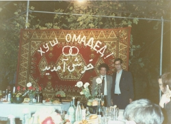 با احمد کریمی حکاک در یک عروسی تاجیکی در شهر دوشنبه ـ آبان 1370