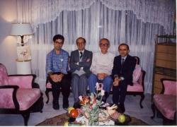 از راست: هاشم رجب زاده ـ زین العابدین مؤتمن ـ ولی الله درودیان و علی دهباشی ـ مهر 1372
