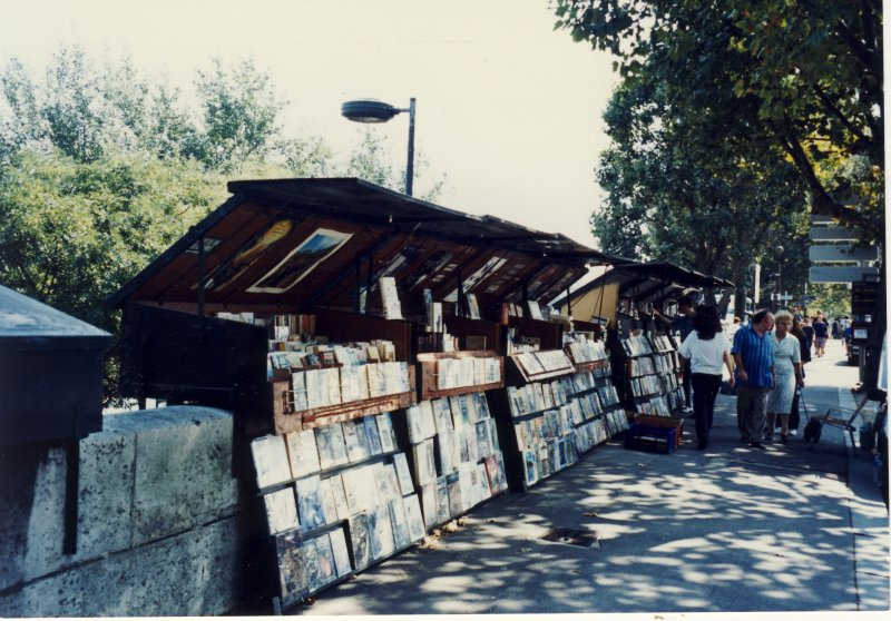 کتابفروشی های ساحلی در کنار رودخانه سن ـ 1379