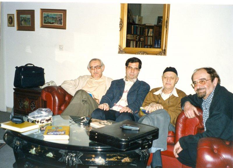 172ـ از راست : دکتر هرمز همایون پور، پرویز اتابکی، علی دهباشی و دکتر سیروس پرهام ـ آذر 1382 منزل استاد پرویز اتابکی ، عکس از مهندس حسین اکبری