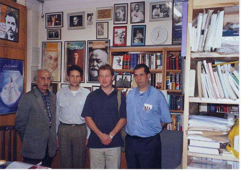 دفتر مجله بخارا ـ اردیبهشت 1383 از راست: علی دهباشی، کریستوفر دوبلگ، رسول زمانی نائینی و پرویز ابوالفتحی