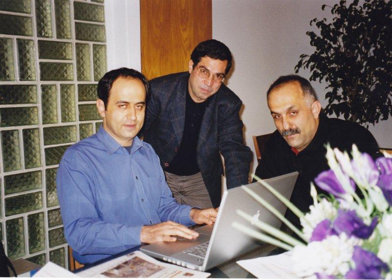 از راست : فیروز شافعی ، علی دهباشی و مجید عباسی ـ 1384