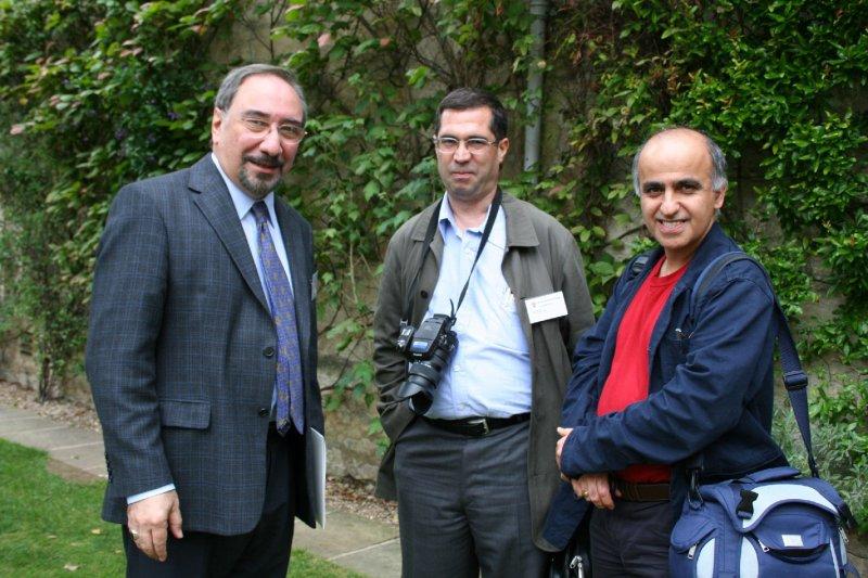 در کالج وادهام ـ دوشنبه 24 تیر 87 از راست: پرویز جاهد، علی دهباشی و دکتر محمدعلی همایون کاتوزیان