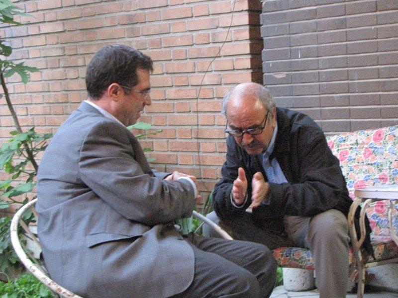 منزل ایرج افشار به همراه دکتر شفیعی کدکنی ـ عکس از شهریار شاهین دژی