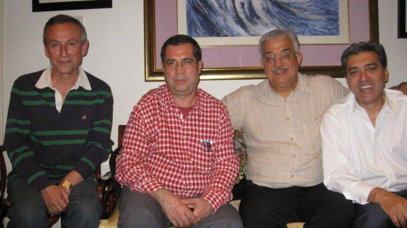 ـ لس آنجلس ـ خرداد 1389 ( می 2010) منزل دکتر بنایی از راست : بهرام افشار، دکتر بنایی، علی دهباشی و دکتر ترشیزی