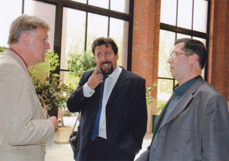 با پروفسور کارلو چرتی ـ ایرانشناس ایتالیایی و پروفسور الریش مارزلف ـ ایرانشناس آلمانی ـ اردیبهشت 1390