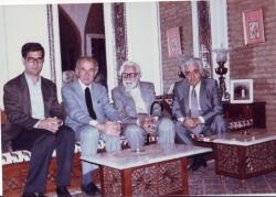 از راست : دکتر اصغر مهدوی ـ یزادنبخش قهرمان ـ دکتر یحیی مهدوی و علی دهباشی ـ دهه 1360
