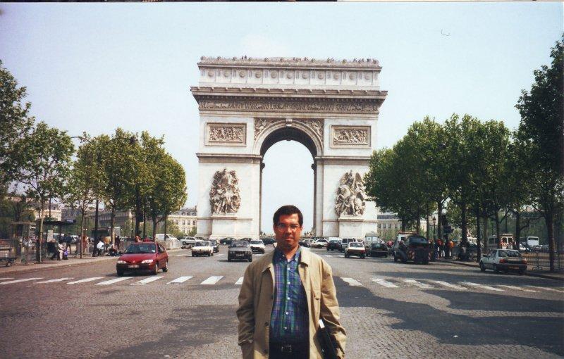 پاریس ، اردیبهشت 1379 ( آوریل 2000)