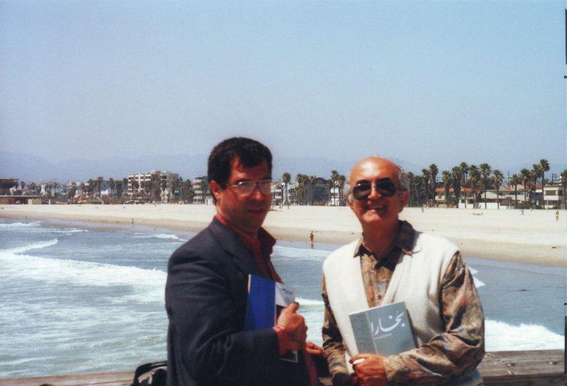 لس آنجلس کنار ساحل اقیانوس آرام ( خرداد 79) با مجید روشنگر مدیر مجله بررسی کتاب