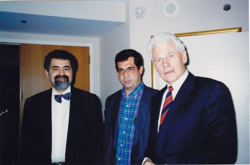 مریلند ـ هفتم خرداد 1379 ( 27 می 2000) کنفرانس مطالعات ایرانی پروفسور پیتر چلکوفسکی، دهباشی و سعید امیرارجمند