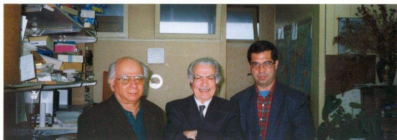پاریس ـ آوریل 2000 ( اردیبهشت 1379) دفتر مجله روزگار نو . از راست : علی دهباشی، اسماعیل پوروالی و سروش حبیبی