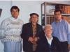 منزل دکتر علینقی منزوی ـ آبان 1367 از راست : علی دهباشی ـ دکتر علینقی وزیری ـ دکتر احمد منزوی و خواهر زادۀ منزوی ( عکس از شفق سعد )