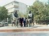 تاجیکستان با لایق شیرعلی کنار مجسمه گورکی و صدرالدین عینی مقابل اتفاق نویسندگان ـ آبان 70