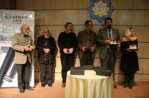 اهدای قلم حافظ توسط مونا گلستانی ـ عکس از جواد آتشباری