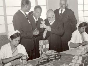پاکستان در مؤسسه طبی همدرد. ماهیار نوابی، بدیع الزمان فروزانفر و دکتر عبدالحسین زرین کوب