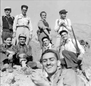 منوچهر ستوده به همراه یاران کوهنورد و ایرج افشار
