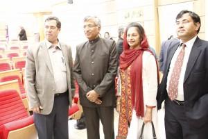 علی دهباشی، سریش ک.گویال ، همسر معاون وزیر و دکتر عبدالسمیع ـ عکس از ژاله ستار