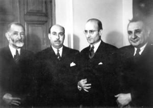 از راست: علی اصغر حکمت، دکتر علی اکبر سیاسی،( شناخته نشد)، سید جواد ظهیرالاسلام در مدرسه سپهسالار