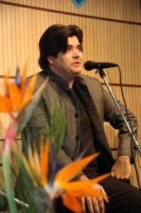 ساالار عقیلی هنگام اجرای قطعاتی از مولانا ـ عکس از ژاله ستار