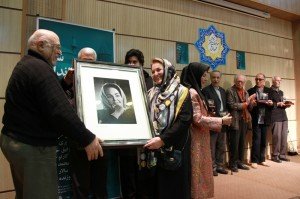 اهدای پرتره خانم چلبی توسط استاد فخرالدین فخرالدینی