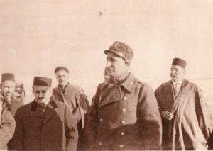 رضاخان به عنوان فرمانده سپاه و نخست وزیر هنگام ورود هواپیما
