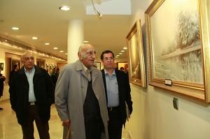 با دکتر باستانی پاریزی در نمایشکاه عکس ها و نقاشی های فخرالدین فخرالدینی ـ عکس از مجتبی سالک