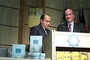 اوتو گراف و دکتر سعید فیروزآبادی ـ عکس از مجتبی سالک