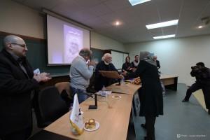 اهدای لوح توسط دکتر ژاله آموزگار ـ عکس از جواد آتشباری