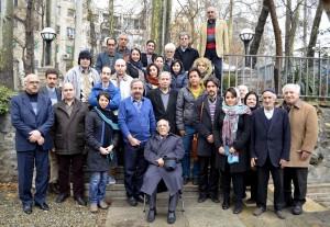 عکس یادگاری با استاد احمد اقتداری در باغ موقوفات دکتر محمود افشار