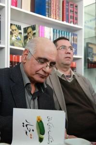 هوشنگ مرادی کرمانی در کنار علی دهباشی
