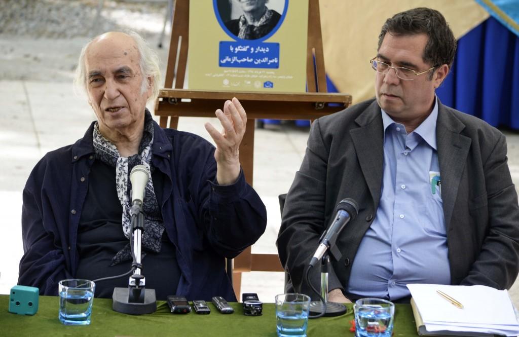 علی دهباشی و دکتر صاحب الزمانی - عکس از متین خاکپور