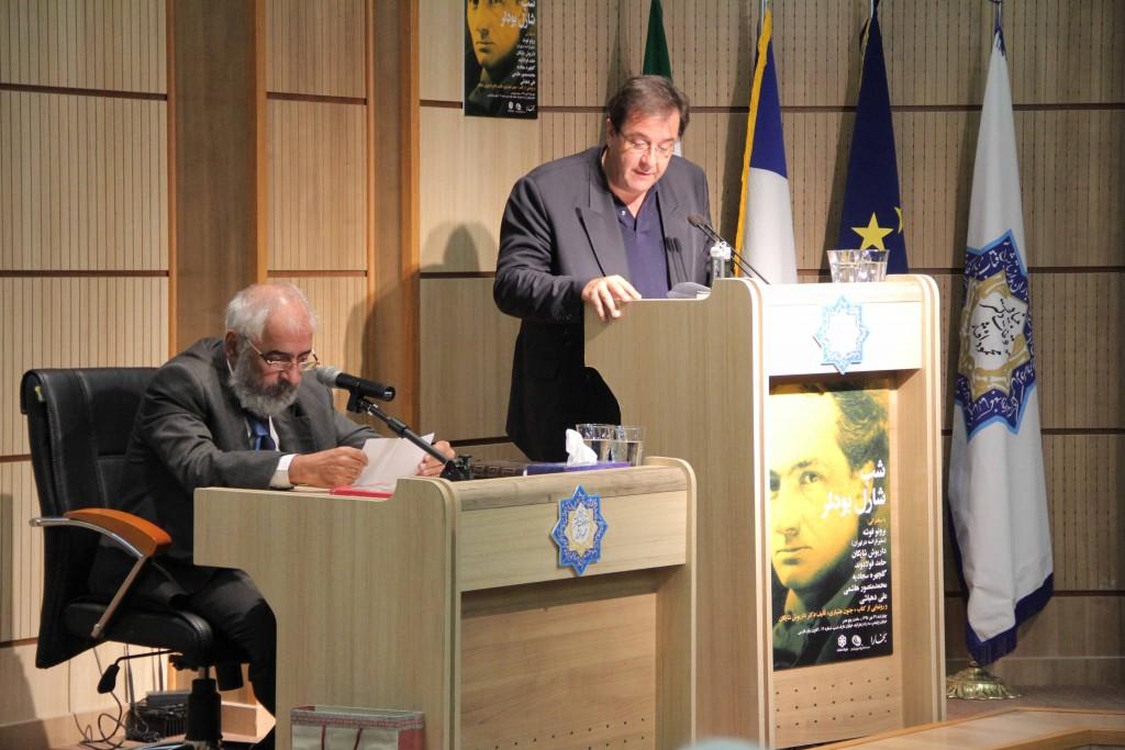 مدیا کاشیگر سخنان سفیر فرانسه را به فارسی ترجمه می کند ـ عکس از ژاله ستار