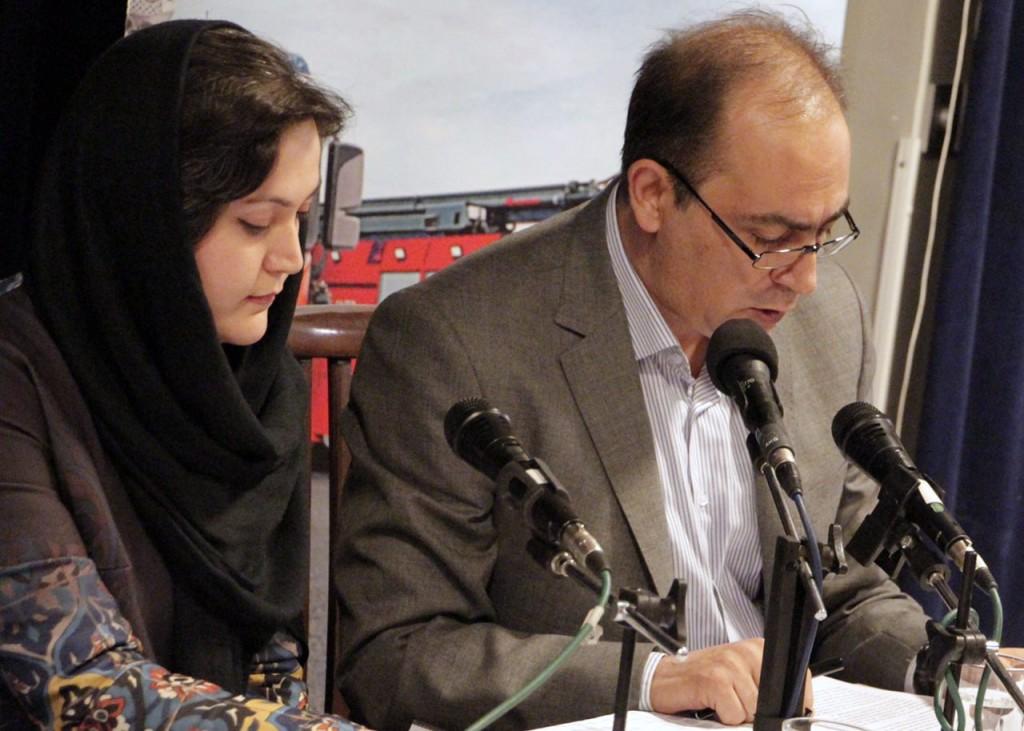 دکتر سعید فیروزآبادی متن قصه را به آلمانی ترجمه کرد و خواند ـ عکس از محتبی سالک