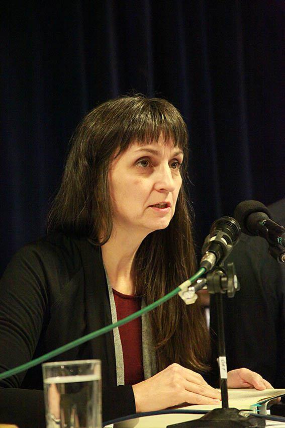 کارین پشکا ـ بخشی از رمان « مرد کتک خور» را خواند - عکس از مجتبی سالک