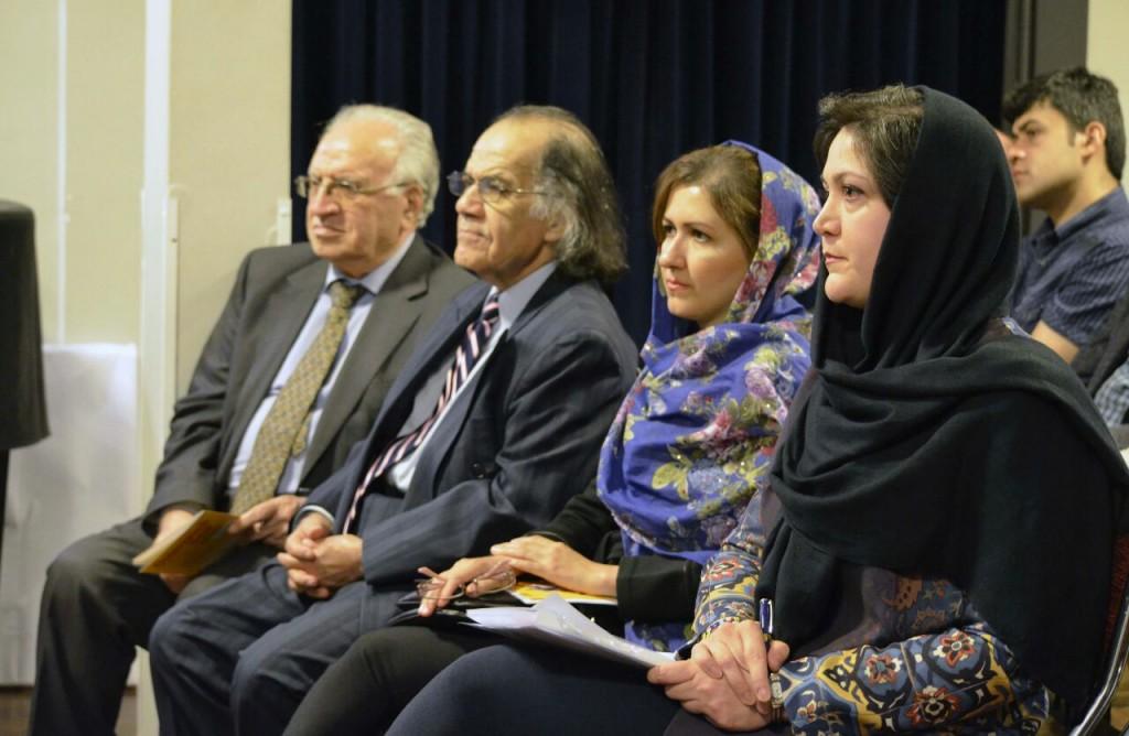 صحنه ای دیگر از شب گفتگوی نویسندگان ایران و اتریش  ـ عکس از متین خاکپور
