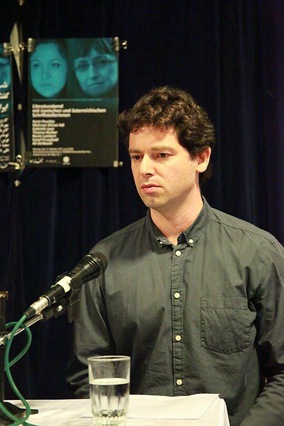 نوین لامبرت بخشی از رمان « مرد کتک خور» را به قارسی ترجمه کرد ـ عکس از مجتبی سالک