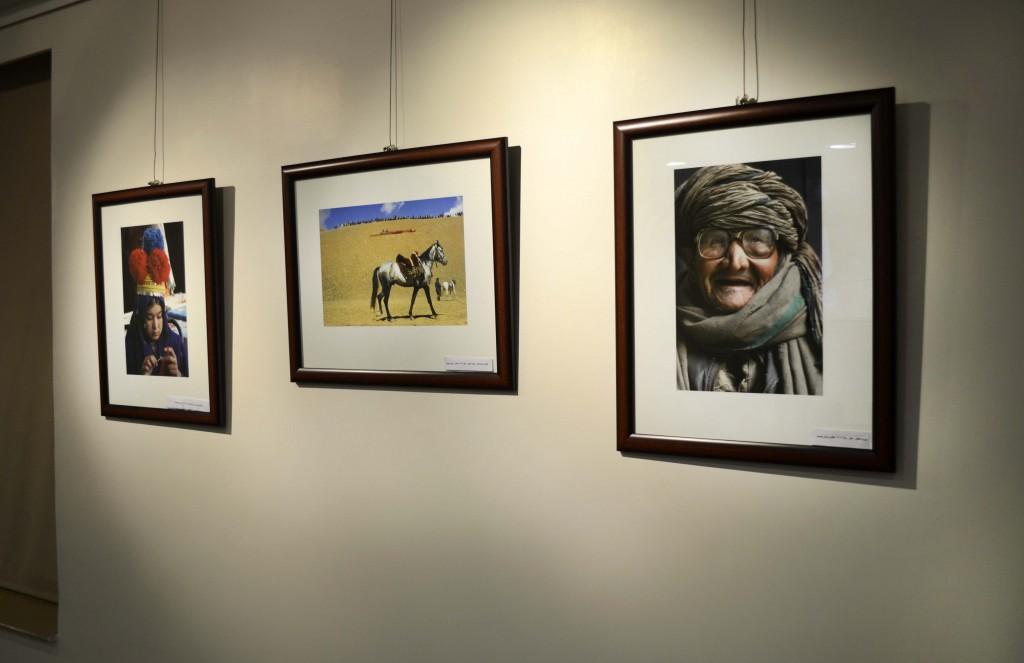 گوشه ایی از نمایشگاه عکس وکیل کوهسار هنرمند افغانستانی در سالن مجاور برگزاری شب شاعران و نویسندگان افغانستان.