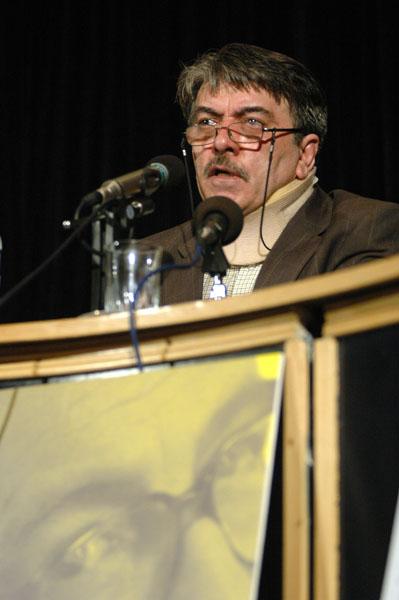 دکتر محمد صنعتی از ویژگی های آثار اومبرتو اکو سخن می گوید ـ عکس از محسن سجادی