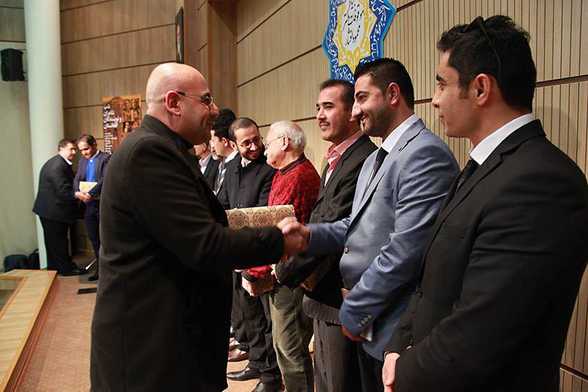 اهدای کتابهای بنیاد موقوفات دکتر محمود افشار توسط مهندس علی مظهری ـ مدیر کانون زبان فارسی