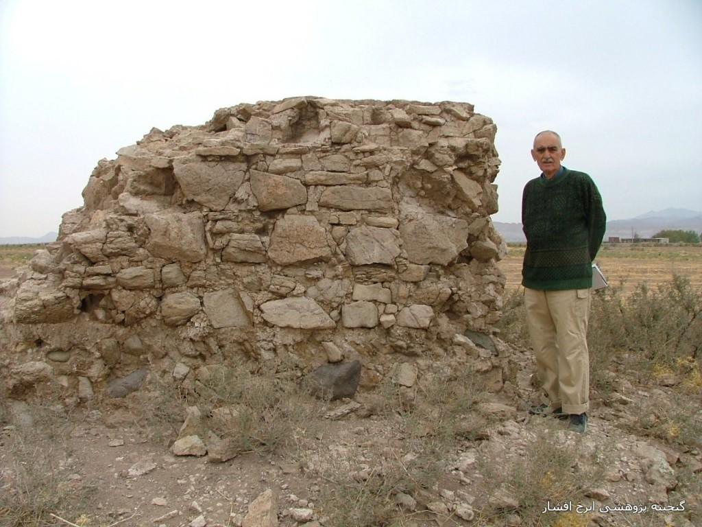 بقایای جرز سنگی از چارطاقی، لنجه رود ، قم.