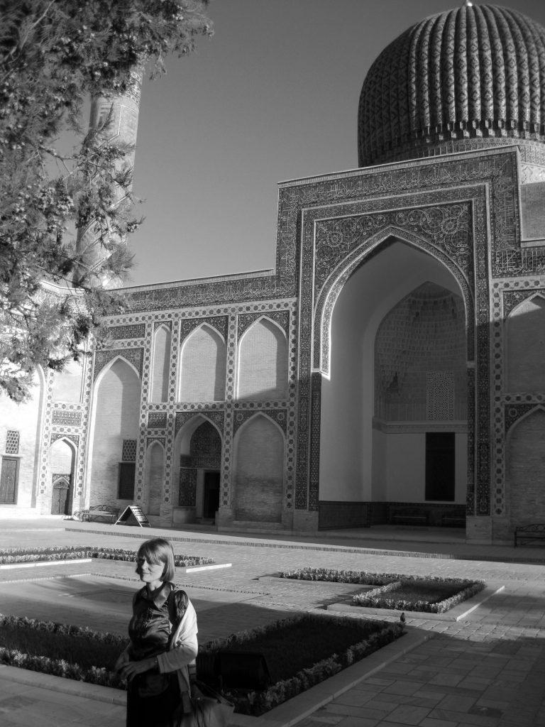 پاتریشیا کرون در مقبره امیر تیمور در سمرقند