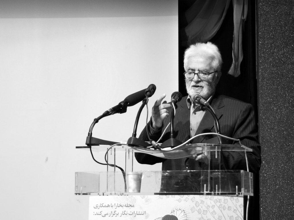 دکتر احسان نراقی از انتخاب عناوین کتاب هایش که از حافظ وام گرفته است گفت ( عکس از مجتبی سالک)