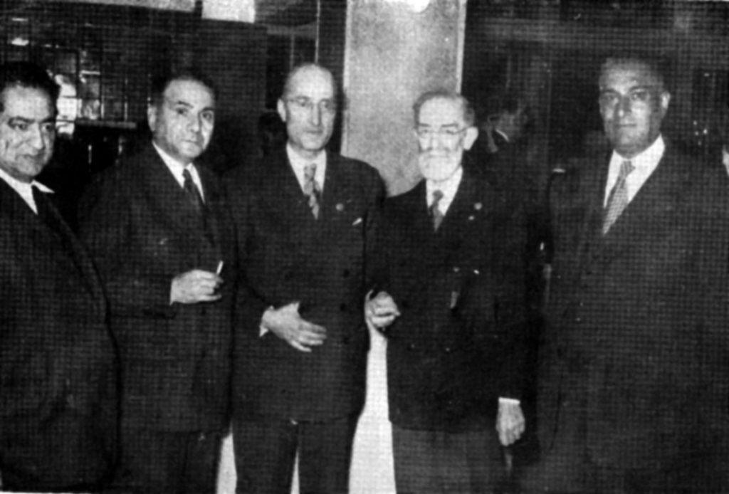 از راست به چپ: دکتر احمد پارسا، پروفسور هانری ماسه، دکتر علی اکبر سیاسی، مهندس اشراقی و مجتبی مینوی در جشن هزاره ابن سینا( تهران، 1333)