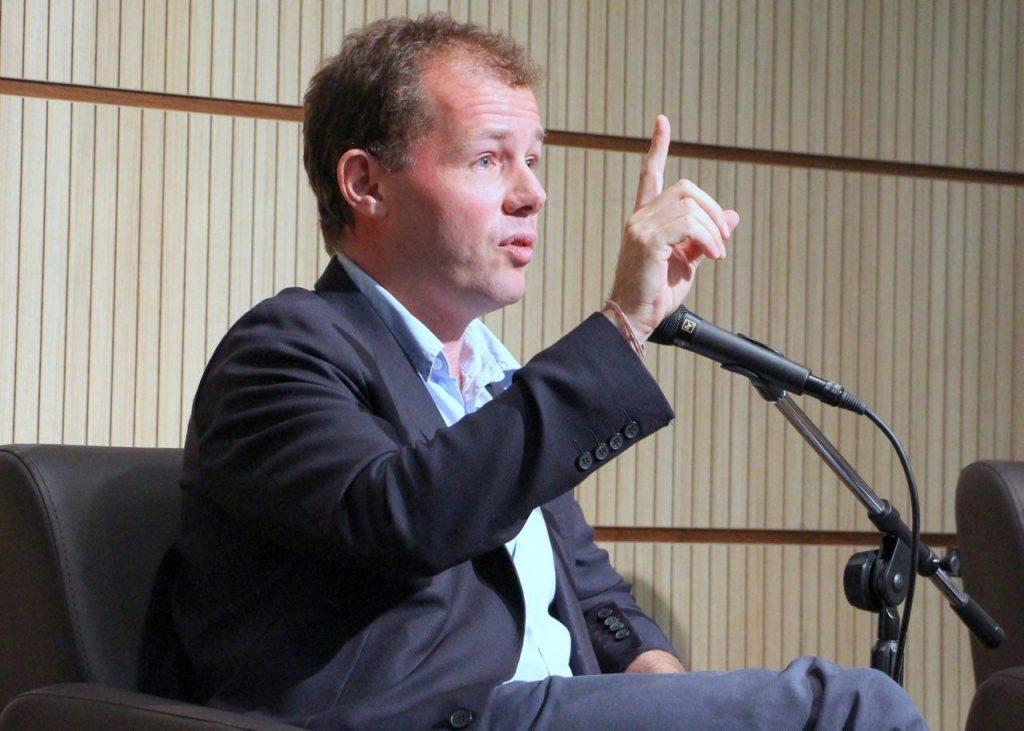 کریستوفر دوبلگ از نحوه نگارش کتاب «میهن پرست ایرانی» می گوید