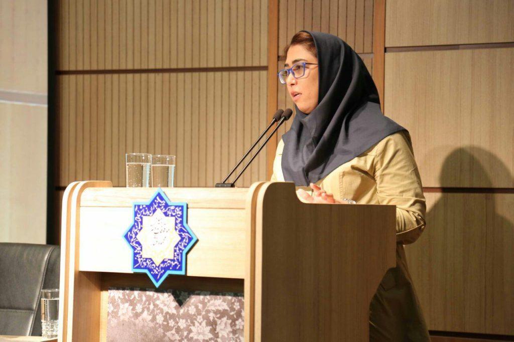 مونا عبداللهی (عروس خانواده خرمشاهی) متن پیام بهاءالدین خرمشانی را خواند