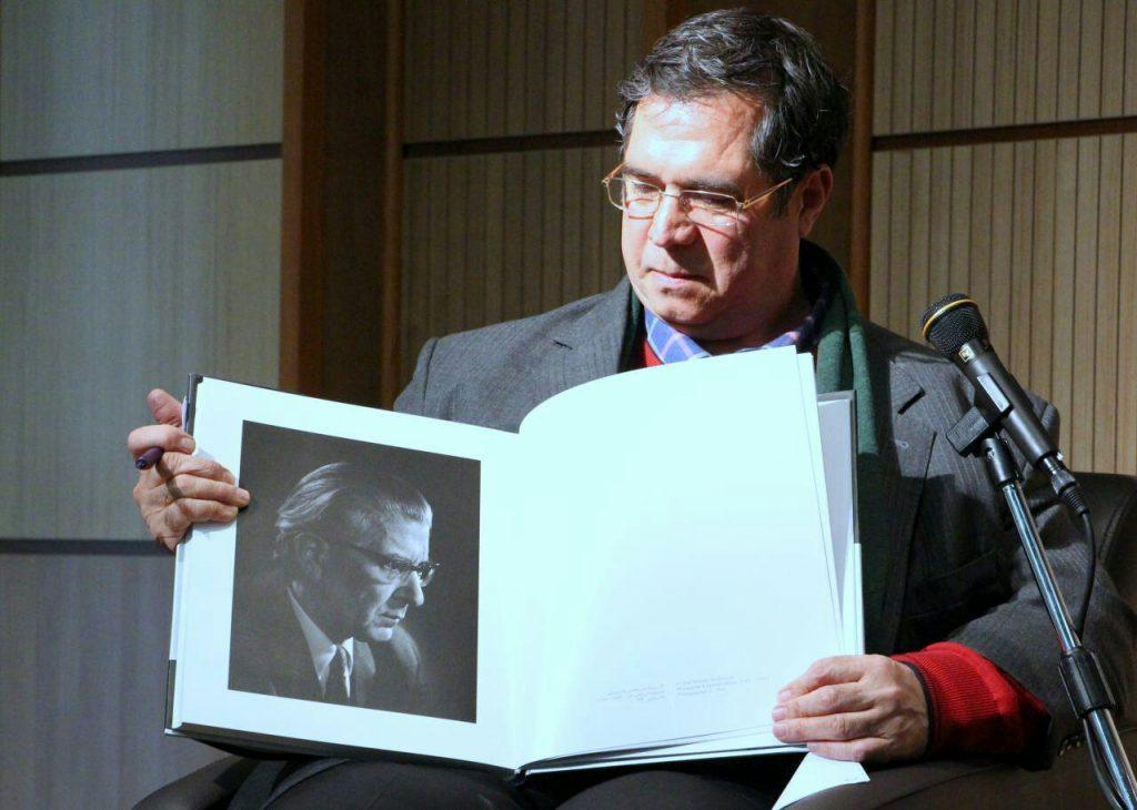 از ماجرای عکاسی از پروفسور هشترودی گفتند.