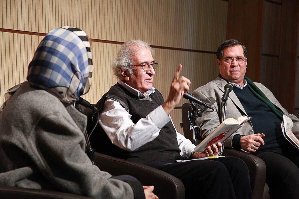 احمد پوری در کنار دکتر حورا یاوری و علی دهباشی